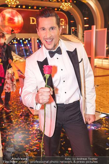 Dancing Stars 2020 Finale - ORF Zentrum - Fr 27.11.2020 - Balasz EKKER (Portrait mit Rose)18