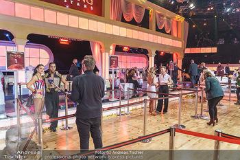 Dancing Stars 2020 Finale - ORF Zentrum - Fr 27.11.2020 - Sicherheitsvorkehrungen, Abstandsregeln im Ballroom für Journal54