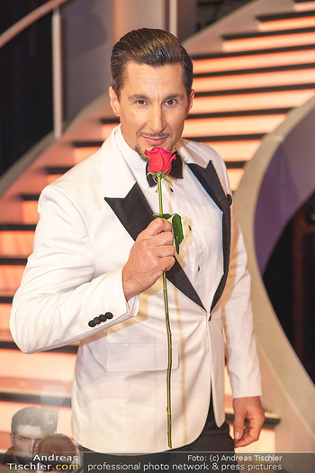 Dancing Stars 2020 Finale - ORF Zentrum - Fr 27.11.2020 - Balasz EKKER (Portrait mit Rose)64