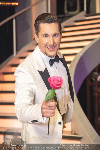 Dancing Stars 2020 Finale - ORF Zentrum - Fr 27.11.2020 - Balasz EKKER (Portrait mit Rose)66