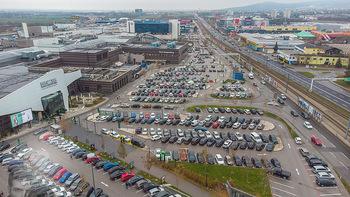 Corona Lokalaugenschein SCS - SCS Vösendorf - Mo 07.12.2020 - Blick auf den Hauptparkplatz bei der SCS am Vormittag bei Inters1