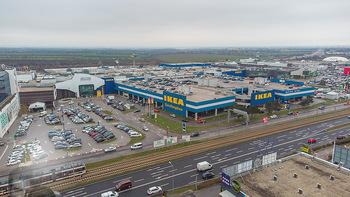 Corona Lokalaugenschein SCS - SCS Vösendorf - Mo 07.12.2020 - Luftbild IKEA SCS mit vollem Parkplatz am Vormittag4