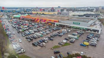 Corona Lokalaugenschein SCS - SCS Vösendorf - Mo 07.12.2020 - Blick auf den Hornbach und Merkur Parkplatz bei der SCS am Vormi6