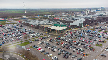 Corona Lokalaugenschein SCS - SCS Vösendorf - Mo 07.12.2020 - Blick auf den Hauptparkplatz bei der SCS am Vormittag bei Inters8
