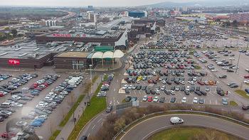 Corona Lokalaugenschein SCS - SCS Vösendorf - Mo 07.12.2020 - Blick auf den Hauptparkplatz bei der SCS am Vormittag bei Inters9