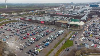 Corona Lokalaugenschein SCS - SCS Vösendorf - Mo 07.12.2020 - Blick auf den Hauptparkplatz bei der SCS am Vormittag bei Inters10