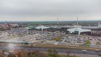 Corona Lokalaugenschein SCS - SCS Vösendorf - Mo 07.12.2020 - Blick auf den Hauptparkplatz bei der SCS am Vormittag bei Inters13