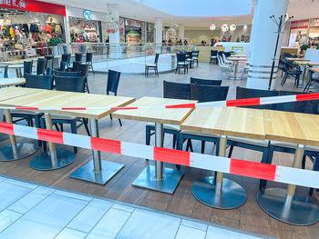 Corona Lokalaugenschein SCS - SCS Vösendorf - Mo 07.12.2020 - Gesperrter Gastro Gastronomiebereich, Absperrband, Lokal Restaur23