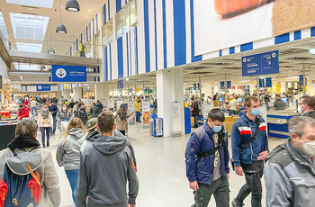 Corona Lokalaugenschein SCS - SCS Vösendorf - Mo 07.12.2020 - Viele Kunden nützen den Einkaufstag bei IKEA, Warteschlangen an27