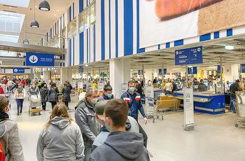 Corona Lokalaugenschein SCS - SCS Vösendorf - Mo 07.12.2020 - Viele Kunden nützen den Einkaufstag bei IKEA, Warteschlangen an28