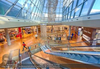 Corona Lokalaugenschein Fischapark - Fischapark Wr. Neustadt - Di 08.12.2020 - leeres Einkaufszentrum, nichts los, keine Kunden am späten Vorm1