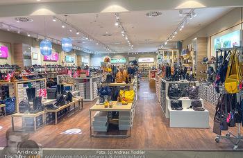 Corona Lokalaugenschein Fischapark - Fischapark Wr. Neustadt - Di 08.12.2020 - leere Geschäfte, nicht viel los, keine Kunden am späten Vormit6