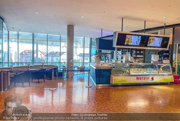 Corona Lokalaugenschein Fischapark - Fischapark Wr. Neustadt - Di 08.12.2020 - verwaiste Eisdiele, abgesperrter Gastrobereich, keine Kunden7