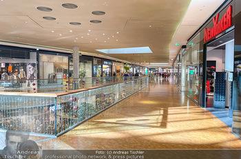 Corona Lokalaugenschein Fischapark - Fischapark Wr. Neustadt - Di 08.12.2020 - leeres Einkaufszentrum, nichts los, keine Kunden am späten Vorm8
