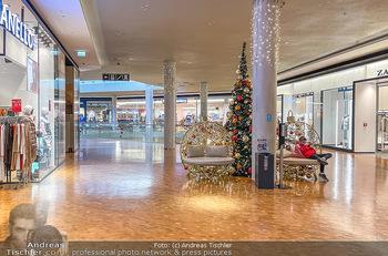 Corona Lokalaugenschein Fischapark - Fischapark Wr. Neustadt - Di 08.12.2020 - leeres Einkaufszentrum, nichts los, keine Kunden am späten Vorm15
