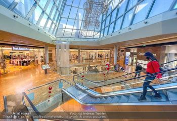Corona Lokalaugenschein Fischapark - Fischapark Wr. Neustadt - Di 08.12.2020 - leeres Einkaufszentrum, nichts los, keine Kunden am späten Vorm17