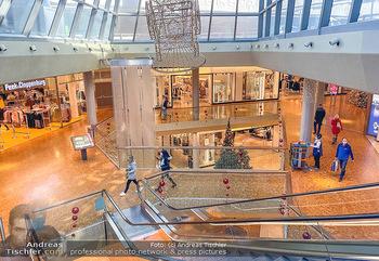 Corona Lokalaugenschein Fischapark - Fischapark Wr. Neustadt - Di 08.12.2020 - leeres Einkaufszentrum, nichts los, keine Kunden am späten Vorm18