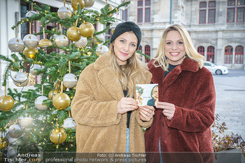 X-Mas Shooting mit Chrissi Klug - Innenstadt - Di 15.12.2020 - Christina Chrissi KLUG, Sandra POLT1