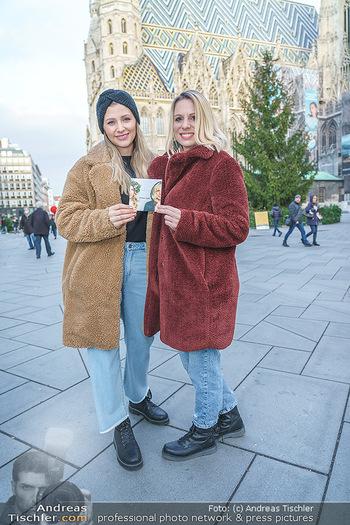 X-Mas Shooting mit Chrissi Klug - Innenstadt - Di 15.12.2020 - Christina Chrissi KLUG, Sandra POLT12