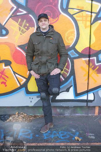 Spaziergang mit Michael Steinocher - Donaukanal Wien - Mi 20.01.2021 - Michael STEINOCHER (Portrait vor Graffiti-Wand)7