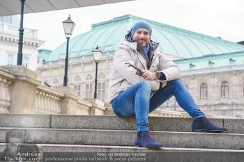Spaziergang mit Clemens Unterreiner - Wien - Di 02.02.2021 - Clemens UNTERREINER (im Hintergrund die Wiener Staatsoper)11
