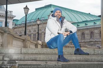 Spaziergang mit Clemens Unterreiner - Wien - Di 02.02.2021 - Clemens UNTERREINER (im Hintergrund die Wiener Staatsoper)12
