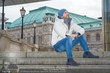 Spaziergang mit Clemens Unterreiner - Wien - Di 02.02.2021 - Clemens UNTERREINER (im Hintergrund die Wiener Staatsoper)13