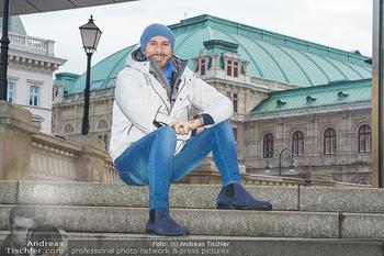 Spaziergang mit Clemens Unterreiner - Wien - Di 02.02.2021 - Clemens UNTERREINER (im Hintergrund die Wiener Staatsoper)14
