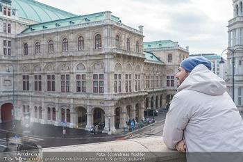 Spaziergang mit Clemens Unterreiner - Wien - Di 02.02.2021 - Clemens UNTERREINER (im Hintergrund die Wiener Staatsoper)16