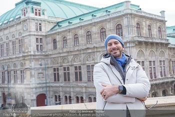 Spaziergang mit Clemens Unterreiner - Wien - Di 02.02.2021 - Clemens UNTERREINER (im Hintergrund die Wiener Staatsoper)17