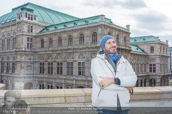 Spaziergang mit Clemens Unterreiner - Wien - Di 02.02.2021 - Clemens UNTERREINER (Portrait vor der Wiener Staatsoper)18