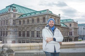 Spaziergang mit Clemens Unterreiner - Wien - Di 02.02.2021 - Clemens UNTERREINER (Portrait vor der Wiener Staatsoper)19