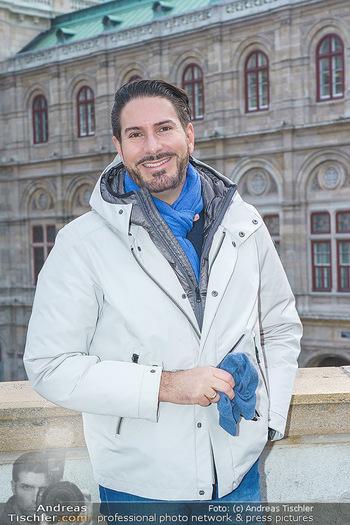 Spaziergang mit Clemens Unterreiner - Wien - Di 02.02.2021 - Clemens UNTERREINER (Portrait vor der Wiener Staatsoper)20