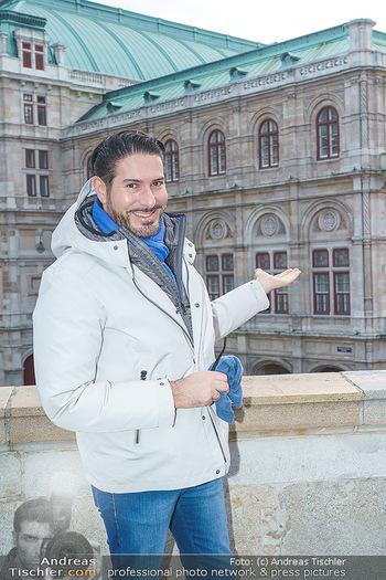 Spaziergang mit Clemens Unterreiner - Wien - Di 02.02.2021 - Clemens UNTERREINER (im Hintergrund die Wiener Staatsoper)21