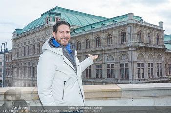 Spaziergang mit Clemens Unterreiner - Wien - Di 02.02.2021 - Clemens UNTERREINER (im Hintergrund die Wiener Staatsoper)22