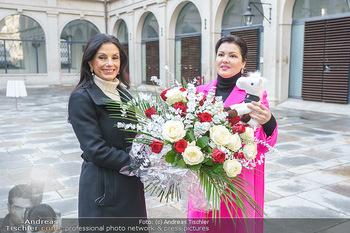 Anna Netrebko bei den Lipizzanern - Spanische Hofreitschule - Stallburg Wien - Di 02.02.2021 - Anna NETREBKO, Sonja KLIMA49