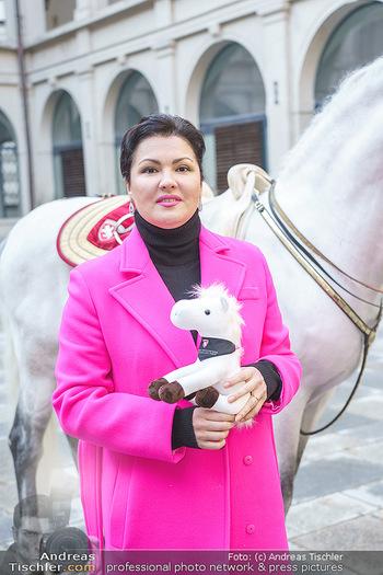 Anna Netrebko bei den Lipizzanern - Spanische Hofreitschule - Stallburg Wien - Di 02.02.2021 - Anna NETREBKO (Portrait)64