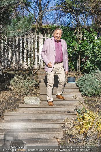 Besuch bei Richard Lugner - Privatvilla, Wien - Do 04.02.2021 - Richard LUGNER in seinem Garten4