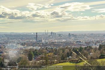 Besuch bei Richard Lugner - Privatvilla, Wien - Do 04.02.2021 - Blick über die Weingärten Richtung Wien von Döbling aus bei S11