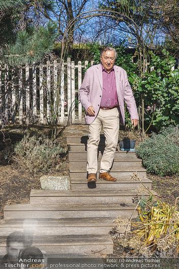Besuch bei Richard Lugner - Privatvilla, Wien - Do 04.02.2021 - Richard LUGNER in seinem Garten19