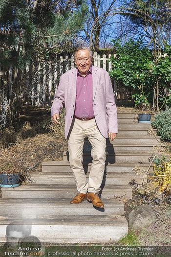 Besuch bei Richard Lugner - Privatvilla, Wien - Do 04.02.2021 - Richard LUGNER in seinem Garten20