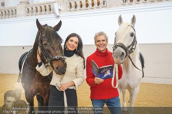 Thomas Brezina Buchpräsentation - Hofreitschule, Wien - Fr 12.02.2021 - Sonja KLIMA, Thomas BREZINA4