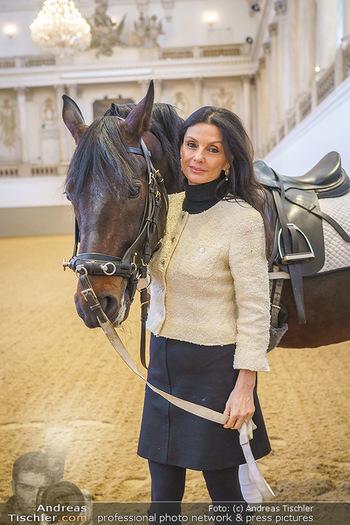Thomas Brezina Buchpräsentation - Hofreitschule, Wien - Fr 12.02.2021 - Sonja KLIMA mit Pferd20