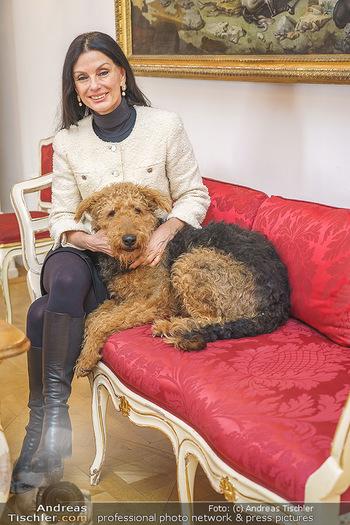 Thomas Brezina Buchpräsentation - Hofreitschule, Wien - Fr 12.02.2021 - Sonja KLIMA mit Hund Aramis41