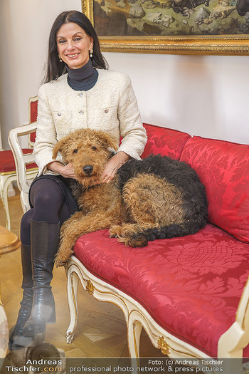 Thomas Brezina Buchpräsentation - Hofreitschule, Wien - Fr 12.02.2021 - Sonja KLIMA mit Hund Aramis42