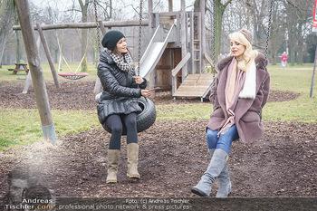 Spaziergang mit Silvia Schneider - Wiener Prater - Mo 22.02.2021 - Silvia SCHNEIDER interviewt von Romina COLERUS beim Schaukeln13