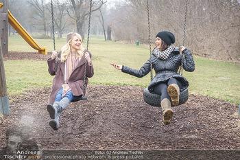Spaziergang mit Silvia Schneider - Wiener Prater - Mo 22.02.2021 - Silvia SCHNEIDER interviewt von Romina COLERUS beim Schaukeln26