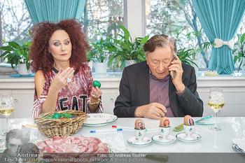 Eierpecken mit den Lugners - Lugner Privatvilla - Mi 10.03.2021 - Christina und Richard LUGNER45