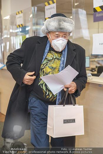 Richard Lugner Covid-19 Impfung - VHS Donaustadt, Wien - Di 16.03.2021 - Richard LUGNER5