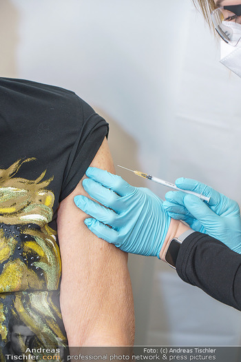 Richard Lugner Covid-19 Impfung - VHS Donaustadt, Wien - Di 16.03.2021 - Impung impfen Spritze Oberarm Schutzimpfung Covid19 BionTech Pfi16